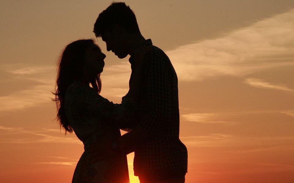 couple-915983_960_720